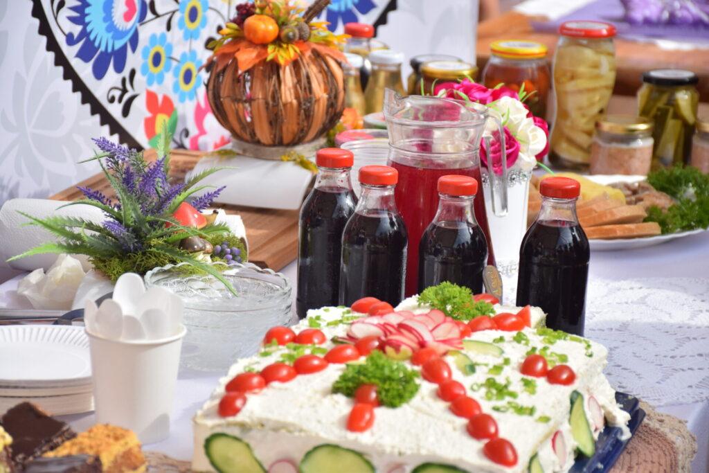 stoisko konkursowe z tortem jarzynowym